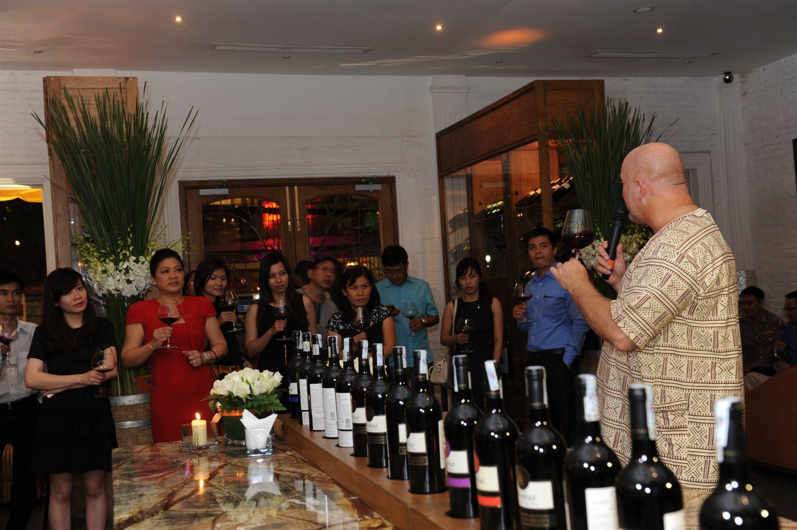 Tại buổi hội thảo, ông Martyn Mill ( biệt danh Martyn the Brave- Martyn dũng cảm), nhà sản xuất rượu vang tại Nam phi đã chia sẻ niềm vui về giải thưởng ý tưởng rượu vang vừa đoạt giải Thế giới tại cuộc thi SIAL Innovation 2013 lần thứ 9.
