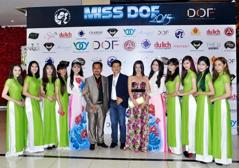 BTC cuộc thi và  Hoa khôi, Á khôi Người đẹp Nhiếp ảnh năm 2014 đến tham dự buổi giới thiệu cuộc thi 2015