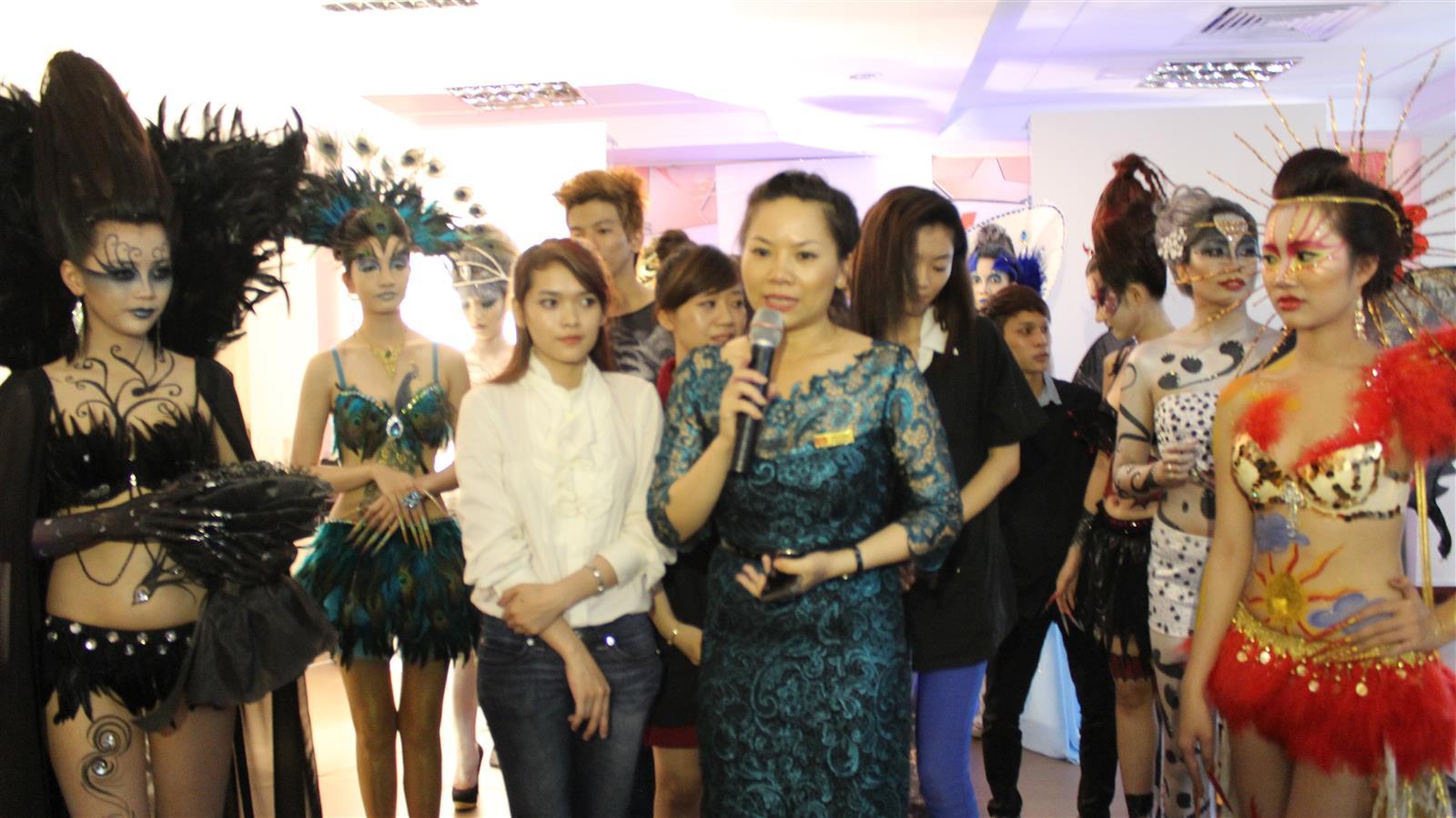 Trong vai trò giảng viên makup chuyên nghiệp ở trường Vietnam - Japan Beauty Art Academy (JBart)