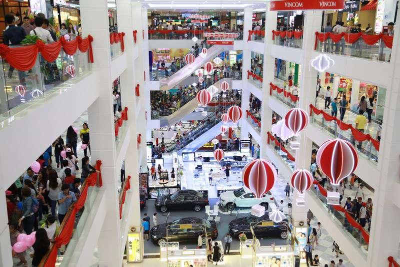 Hàng ngàn khách hàng đến Vincom trong ngày khai trương
