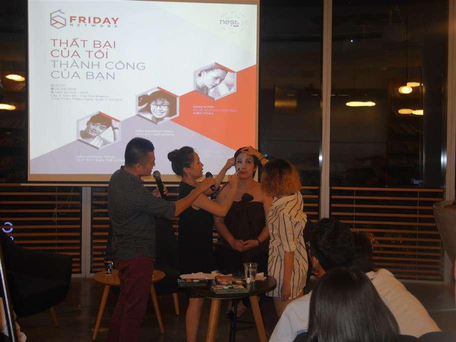Buổi talk show đã tạo hào hứng cho cả khán phòng khi họa sỹ Miên Thảo bắt đầu tạo hình nhân vật trên chính gương mặt của MC Đỗ Hương