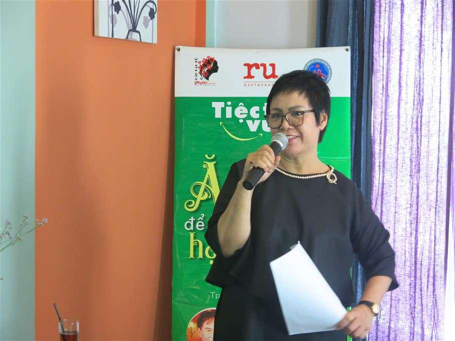 Nhận lời mời của CLB Phụ Nữ Hiện Đại tham gia dẫn dắt cho buổi Tiệc trưa vui vẻ MC Đỗ Hương đã làm cho buổi tiệc sôi động vui vẻ như tính chất của buổi tiệc - giao lưu, kết nối, chia sẻ thông tin.