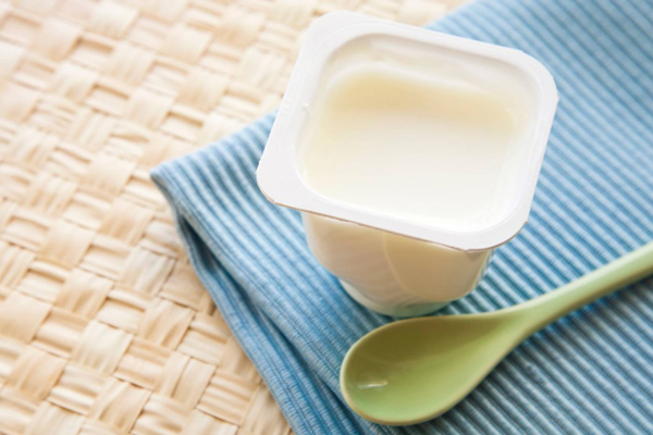 protein trong men sữa giúp làm dịu làn da bỏng rát.