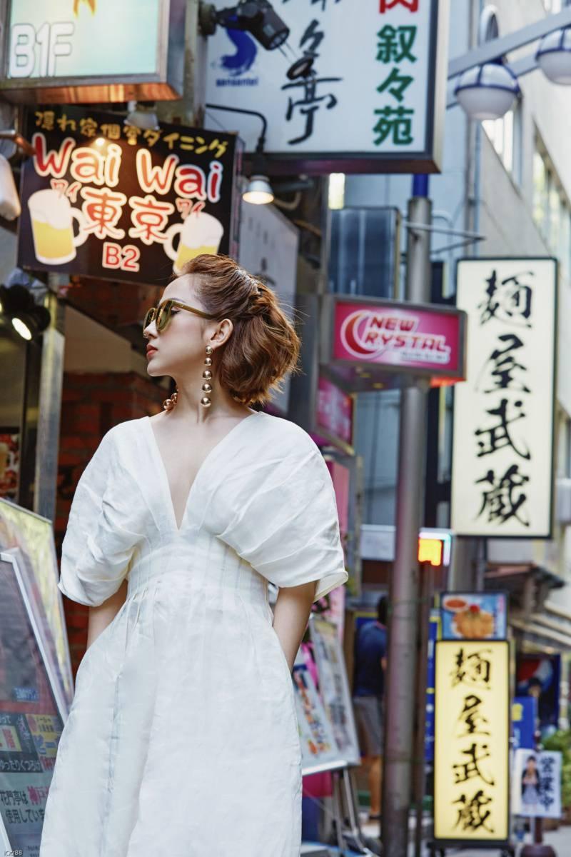 fashionista tram nguyen goi y nhung bo trang phuc thu 2017