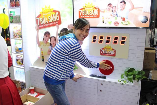 Người tiêu dùng hào hứng tham gia các hoạt động 7 Bữa Sáng