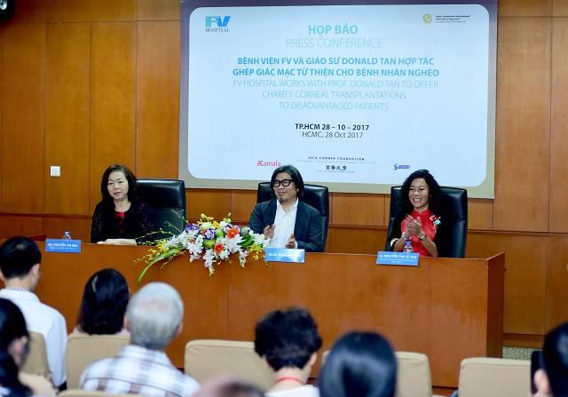 BS Nguyen Thi Mai, GS.BS Donald Tan, Ba Nguyen Thi Le Thu - tu trai sang -5