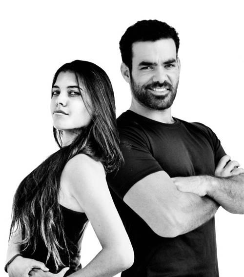 Họa sĩ Yehuda Devir và vợ Maya hiện sống ở thành phố Tel Aviv, Israel.