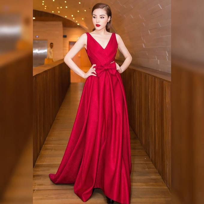 Sao Việt thi nhau diện sắc đỏ đón xuân về