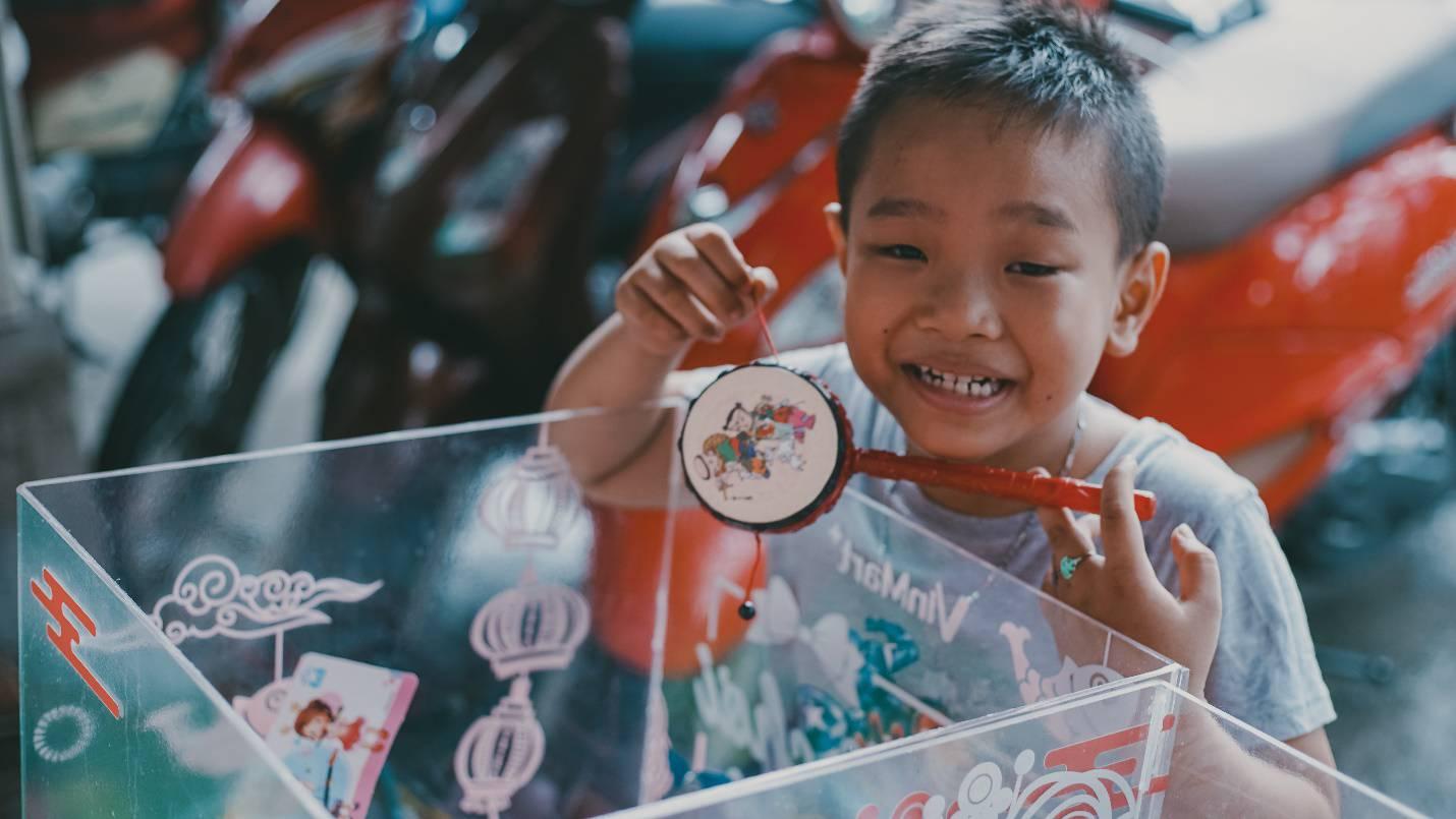 Trung thu nghe kể truyện cổ tích giữa đời thực về chiếc thùng đồ chơi Cho - Nhận - Ảnh 7.