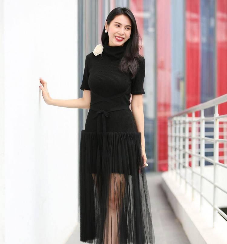 Chiếc váy thanh lịch, tinh tế của Lâm Gia Khang thật sự đã đem lại nét ngọt ngào, nhã nhặn cho Thủy Tiên.