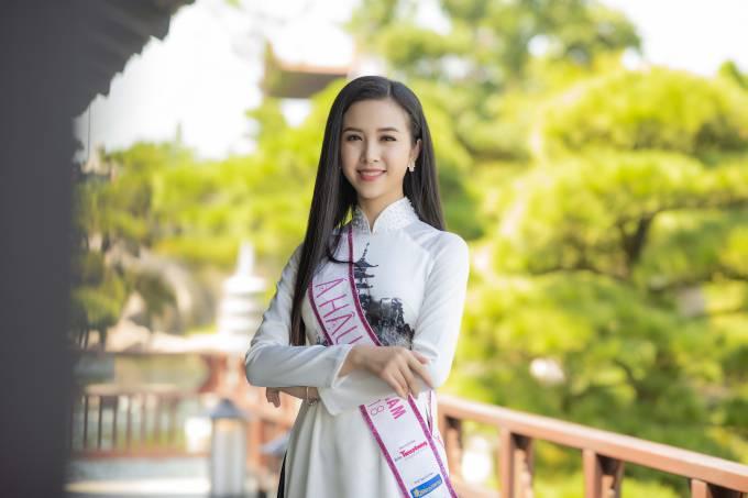 Trần Tiểu Vy diện áo dài đọ dáng với hai Á hậu - 3