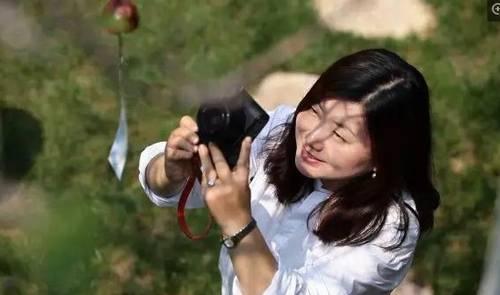 Huan Yan là một cô gái yêu thiên nhiên,thích chụp hình. Vì thếnăm 2017, cô đã mua một ngôi nhà sân vườn rộng 150 m2 trong một con ngõ nhỏ ở quê nhà Dương Châu. Cô muốn có một không gian chan hòa với cảnh vật, đơn giản nhưng dễ chịu, mỗi góc nhà đều có thể mang lại những bức hình đep.