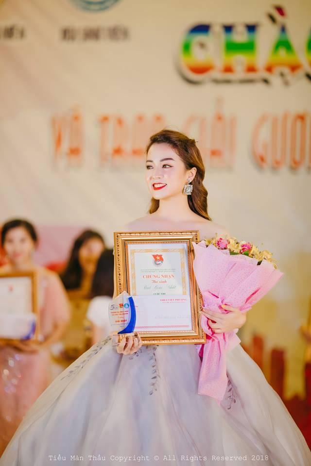 Đêm chung kết cuộc thi Hoa khôi, Hồ Liên là cái tên được xướng lên nhiều nhất. Khán giả không mấy bất ngờ khi cô trở thành Tân Hoa khôi Trường Đại học Y Dược Thái Nguyên bởi nhan sắc và sự tự tin mà Liên đã thể hiện.