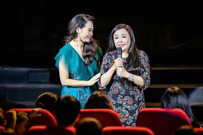 Bố mẹ Phạm Phương Thảo cứ ngỡ liveshow của con gái là hôn trường - 2