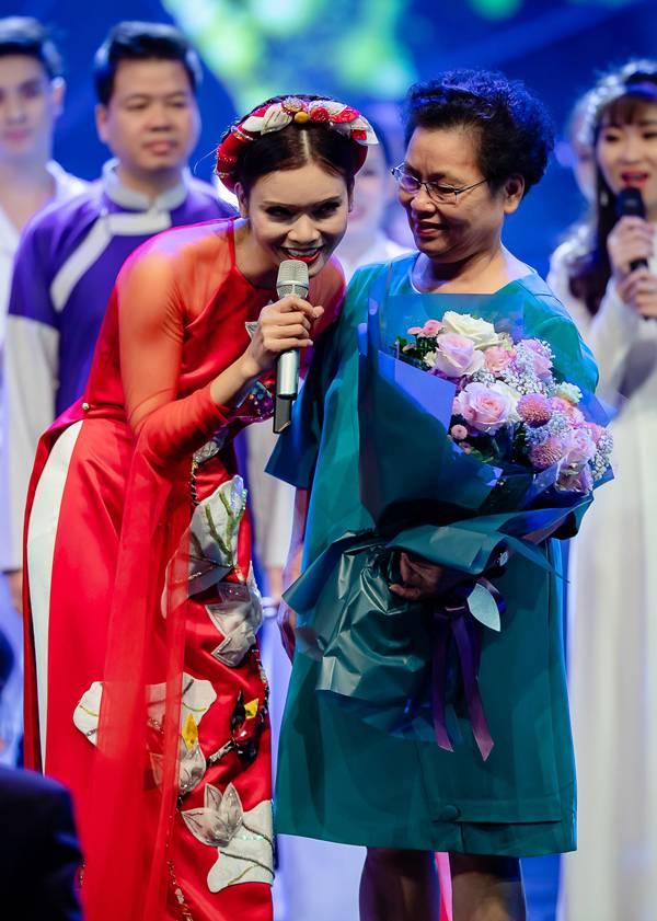 Bố mẹ Phạm Phương Thảo cứ ngỡ liveshow của con gái là hôn trường - 11