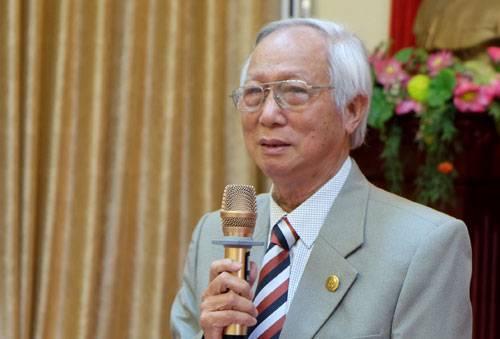 PGS Tô Bá Trượng (Viện trưởng Viện Nghiên cứu phát triển giáo dục) chia sẻ về áp lực của nghề giáo viên hiện nay. Ảnh: Quỳnh Trang.