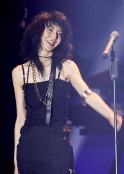 Những năm qua, Trương Mạn Ngọc theo đuổi đam mê ca hát. Cô dành thời gian học thanh nhạc, sáng tác