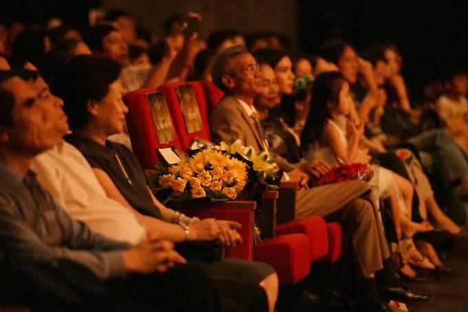 Bố mẹ Phạm Phương Thảo cứ ngỡ liveshow của con gái là hôn trường - 3