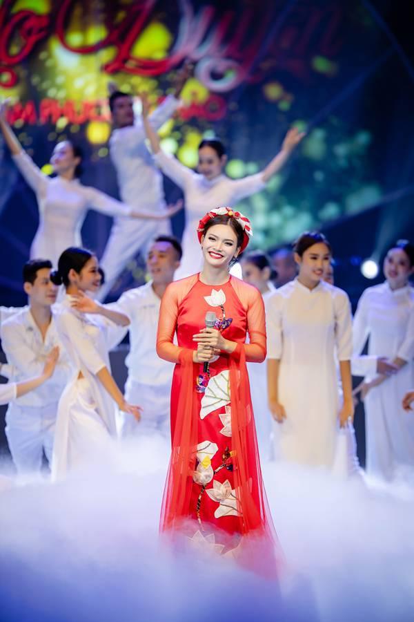 Bố mẹ Phạm Phương Thảo cứ ngỡ liveshow của con gái là hôn trường - 6
