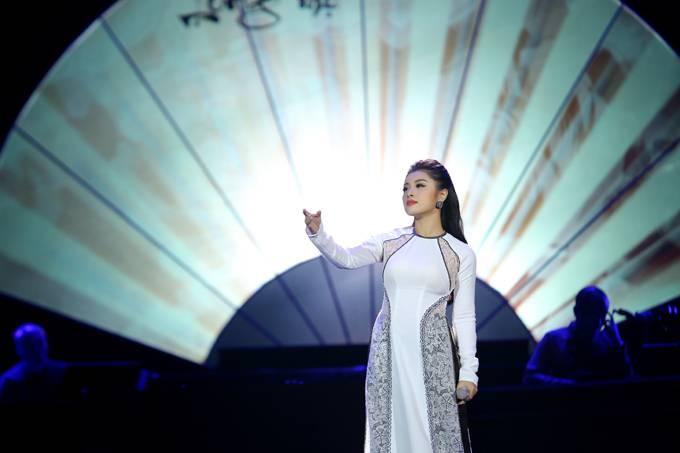 Bố mẹ Phạm Phương Thảo cứ ngỡ liveshow của con gái là hôn trường - 10