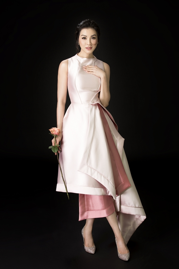 Chiếc váy có các lớp layer được sắp xếp khéo léo, kết hợp độ dài ngắn hợp lý.