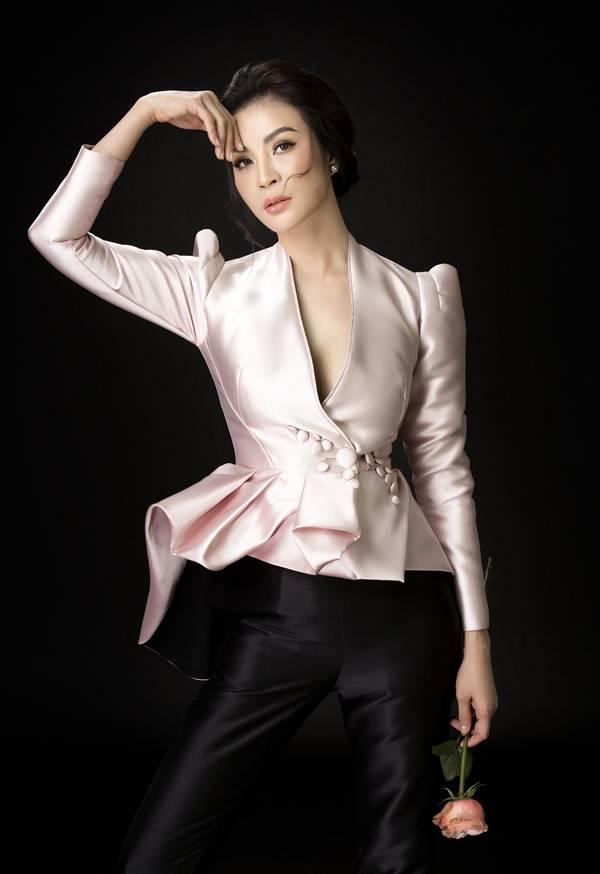 Ở tuổi 45, Thanh Mai vẫn giữ được nhan sắc cuốn hút, phong cách thời trang thanh lịch, cập nhật xu hướng.