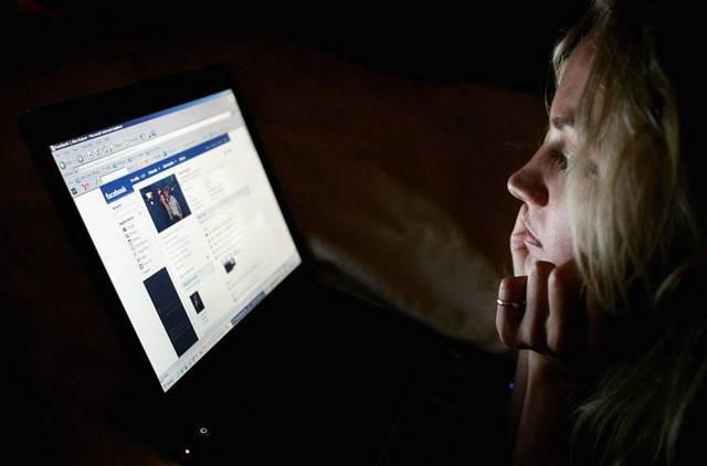 Sức khỏe - Ngày nào cũng lướt Facebook like – comment: Vì sao dễ cô đơn, trầm cảm? (Hình 2).
