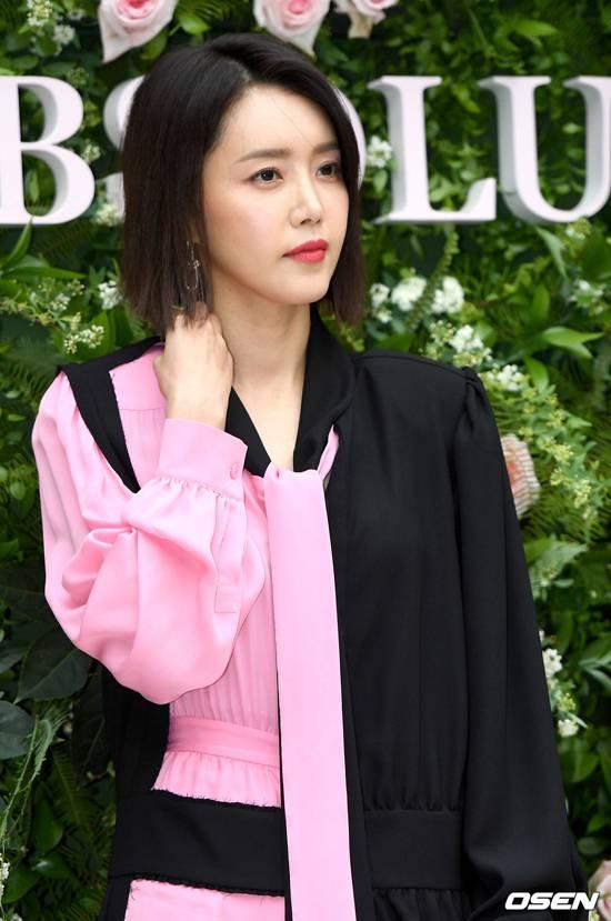 Dự sự kiện có nhiều ngôi sao của Kbiz như Chae Jung Ah.