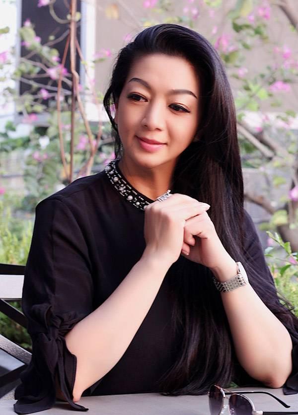 Thanh Xuân vẫn đi về thường xuyên giữa Canada và Việt Nam để hỗ trợ con gái phát triển sự nghiệp nghệ thuật ở quê nhà.