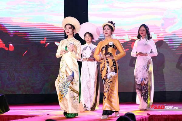 4 cô gái duyên dáng trong phần trình diễn áo dài