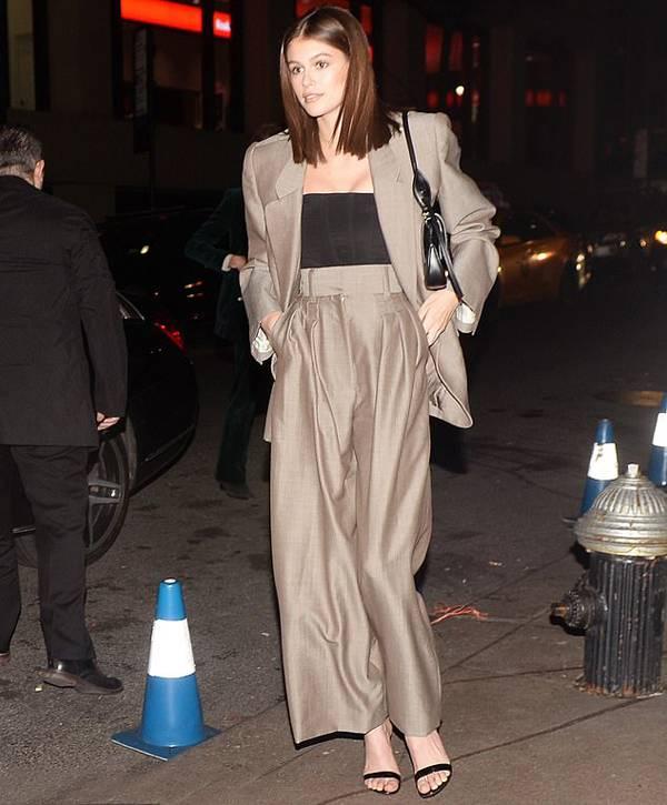 Nhiều người mẫu tham dự lễ cưới của Marc Jacobs như Kaia Geber - con gái siêu mẫu Cindy Crawford.