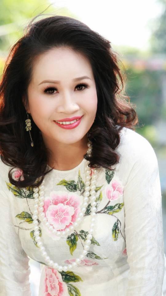 """Ngôi sao - Diễn viên hài Lê Thị Dần: """"Sau khi nổi tiếng, tôi bán được nhiều... kẹo nhãn hơn"""""""