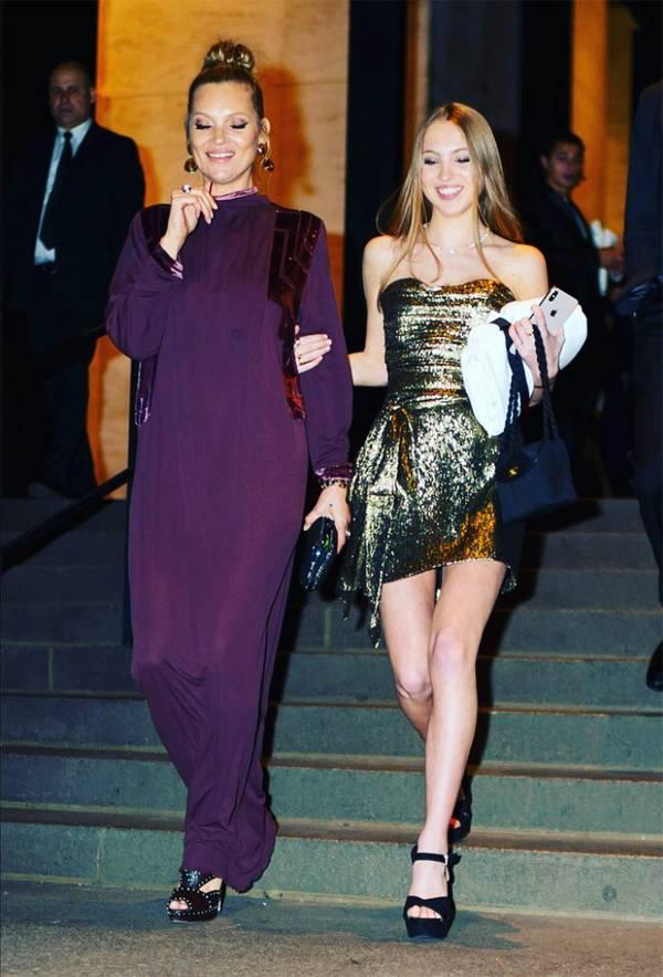 Cô con gái duy nhất của Kate Moss đã nối gót mẹ vào làng mẫu từ cuối năm ngoái. Lily ký hợp đồng làm gương mặt đại diện cho dòng sản phẩm làm đẹp của Marc Jacobs vào tháng 10/2018.
