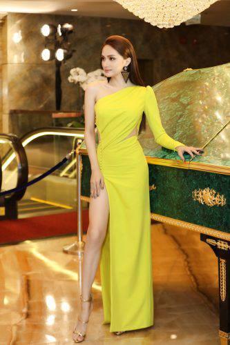 Giải trí - Showbiz rực rỡ: 8 mỹ nhân Việt mặc đẹp nhất tuần (Hình 2).
