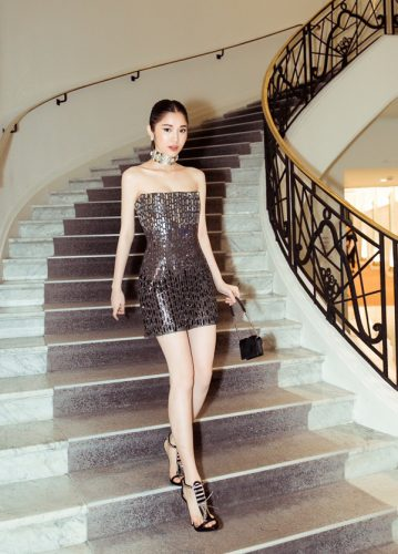 Giải trí - Showbiz rực rỡ: 8 mỹ nhân Việt mặc đẹp nhất tuần (Hình 4).