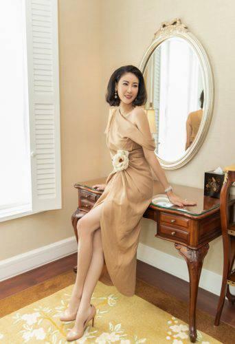 Giải trí - Showbiz rực rỡ: 8 mỹ nhân Việt mặc đẹp nhất tuần (Hình 6).