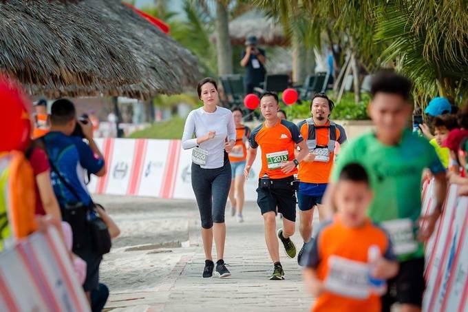 Mai Phương Thúy tham gia một giải chạy.