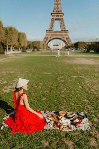Hoàng Oanh xinh đẹp rạng rỡ, mang nón lá Việt xuống phố giữa trời Tây ảnh 6