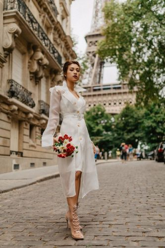 Hoàng Oanh xinh đẹp rạng rỡ, mang nón lá Việt xuống phố giữa trời Tây ảnh 1
