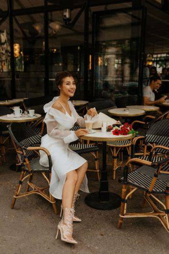 Hoàng Oanh xinh đẹp rạng rỡ, mang nón lá Việt xuống phố giữa trời Tây ảnh 3