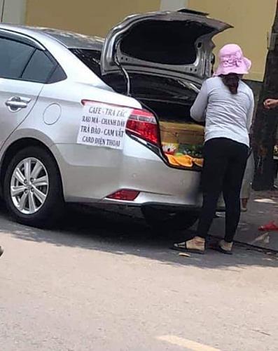 Sau vô lăng - Chuyện thật như đùa: Nữ tài xế lái Mercedes mui trần sang chảnh đi bán trứng gây sốt (Hình 3).