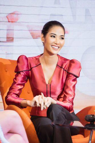 Á hậu Hoàng Thùy đẹp cuốn hút với làn da nâu nóng bỏng, nụ cười rạng rỡ chuẩn Miss Universe ảnh 3