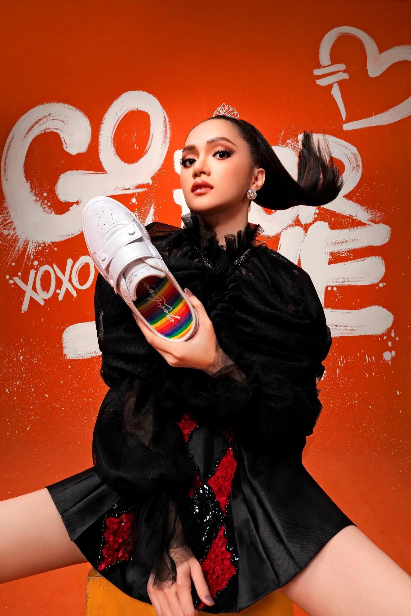 Ngôi sao - Hoa hậu Hương Giang tung bộ ảnh về bình đẳng giới nhân dịp lễ tình yêu