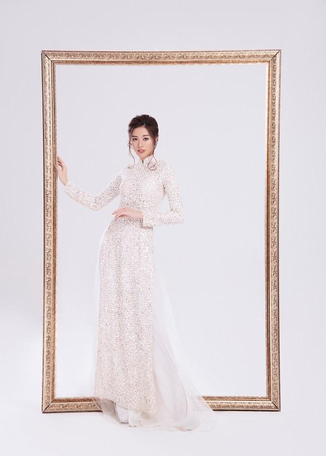 Khánh Vân tung ảnh áo dài trước khi thi Miss Universe, xứng danh hoa hậu mặc áo dài đẹp nhất! ảnh 0