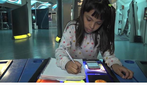 Cộng đồng mạng - Bé gái 8 tuổi được hiệu trưởng Đại học đích thân viết thư tay mời nhập học