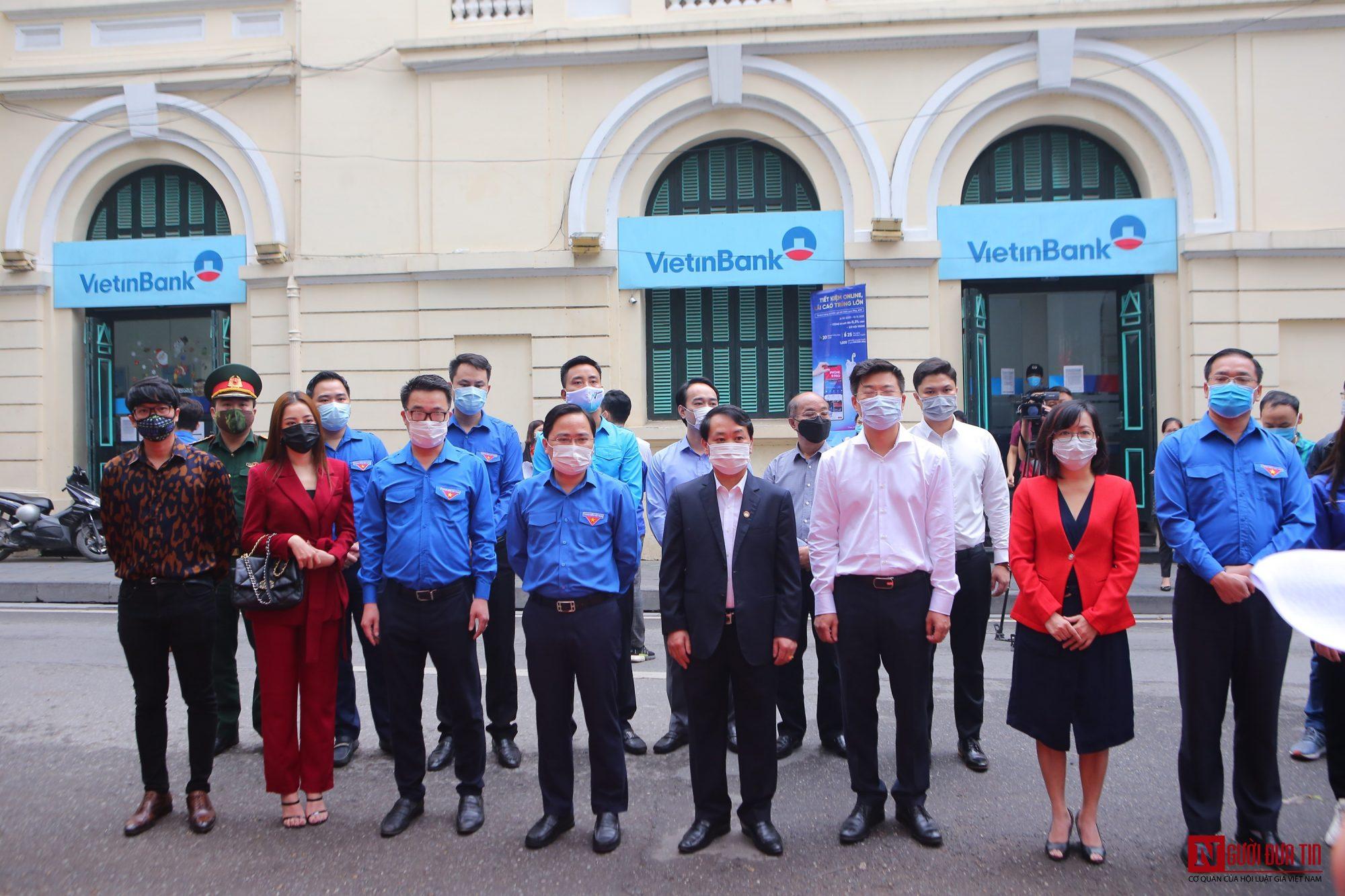 Sức khỏe - Chi Pu làm đại sứ của Quỹ 100 trạm rửa tay dã chiến phòng chống dịch Covid - 19