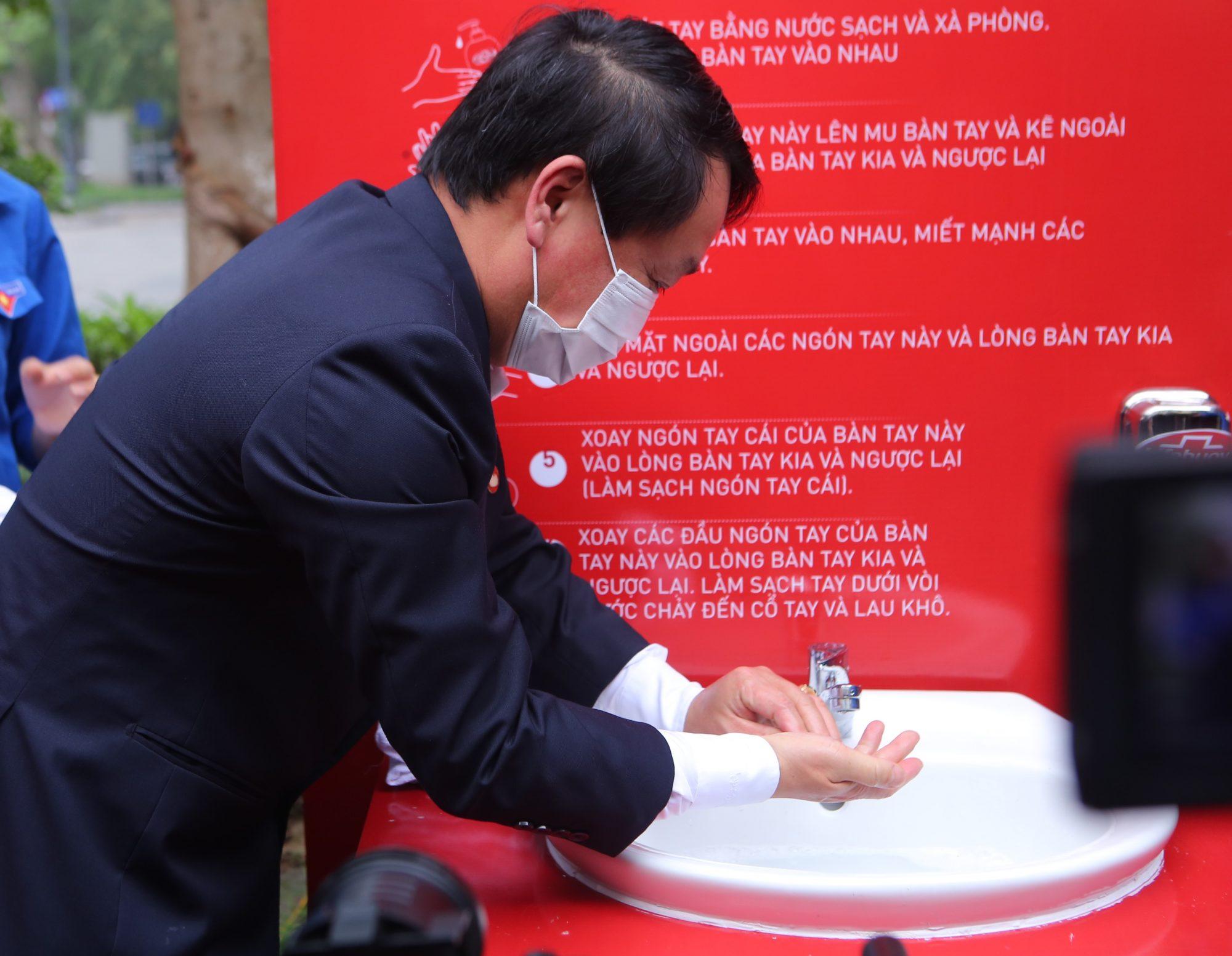 Sức khỏe - Chi Pu làm đại sứ của Quỹ 100 trạm rửa tay dã chiến phòng chống dịch Covid - 19 (Hình 7).