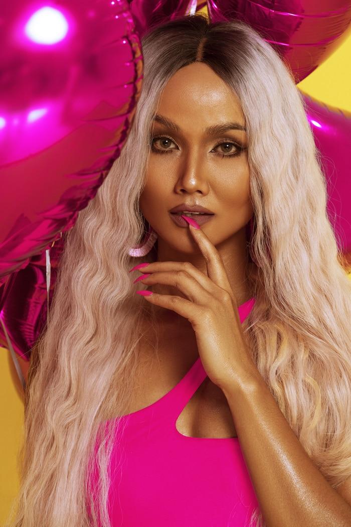 HHen Niê diện bikini hồng neon khoe trọn vẻ đẹp quyến rũ trong bộ ảnh mừng sinh nhật tuổi 28 ảnh 0