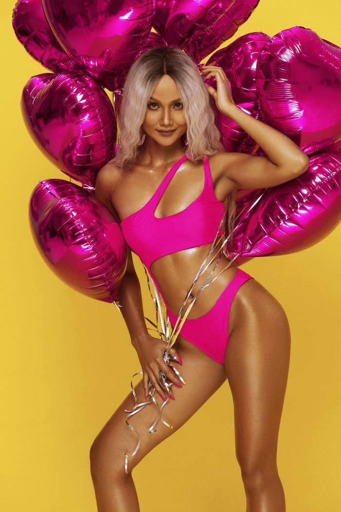 HHen Niê diện bikini hồng neon khoe trọn vẻ đẹp quyến rũ trong bộ ảnh mừng sinh nhật tuổi 28 ảnh 2