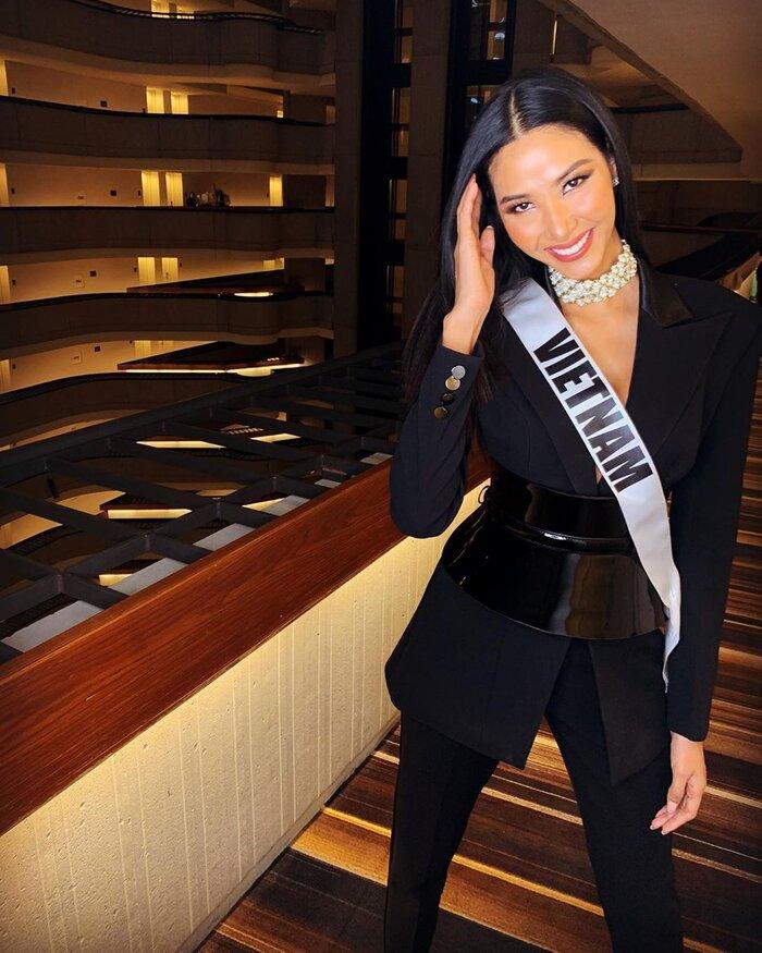 Ngoài áo dài, đây là kiểu trang phục Khánh Vân nên diện ở Miss Universe, H'Hen Niê đã 5 lần chơi lớn cơ đấy! Ảnh 2